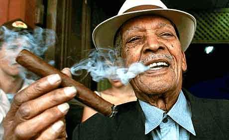Курящие знаменитости Compay Segundo